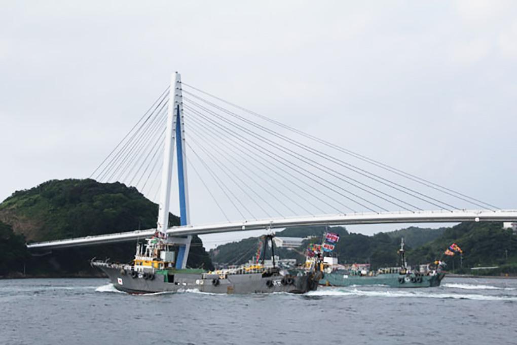 沖合底曳網漁船出漁式