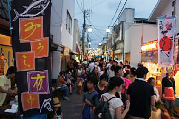 三浦の夜市の風景